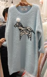 Дамски зимен пуловер-рокля с апликация и дълъг ръкав 2016