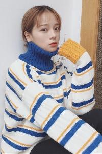 Дамски зимни плътни пуловери с висока яка два модела - плътни и шарени