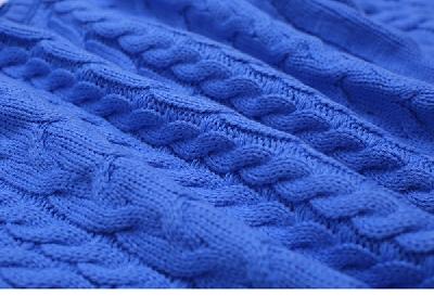Дамски зимен пуловер с дълъг ръкав в син цвят