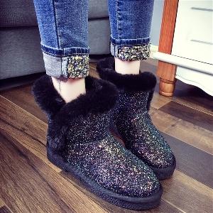Γυναικείες μπότες με μαύρο και γκρι μπροκάρ κατάλληλες για τις χιονισμένες μέρες