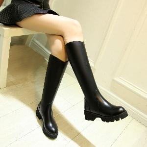 Γυναικείες μαύρες μπότες από τεχνητό δέρμα με σόλα