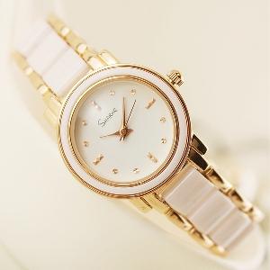Дамски часовник в свежи цветове - розов, цикламен, бял, бежов и черен цвят.