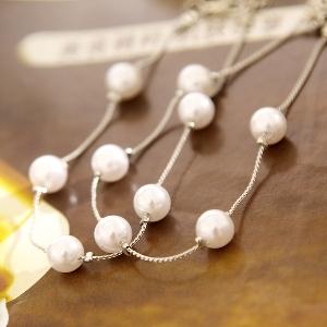 Дамски гривни с перлички в златисто и сребърно.