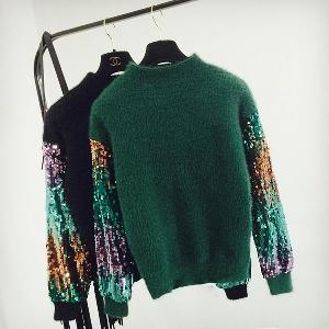 Дамски плюшен пуловер с пайети по ръкавите в три цвята
