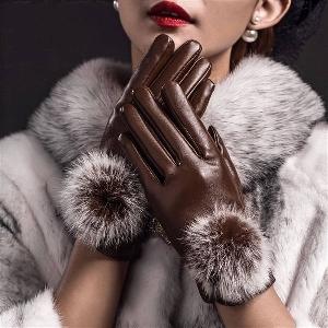 Стилни кожени дамски ръкавици с пух в черен, червен и кафяв цвят