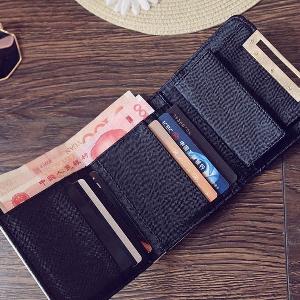 Οι γυναίκες συμπαγής πορτοφόλι σε μαύρο και άσπρο