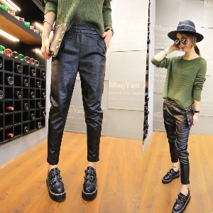 Дамски стилен кожен панталон - изчистен и широк, с висока талия в черен цвят