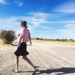 σακάκι Κομψή δερμάτινη των γυναικών σε ροζ και μαύρο τύπο Slim