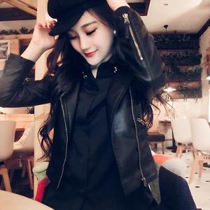 δερμάτινο μπουφάν των γυναικών σε μαύρο χρώμα τύπου Slim