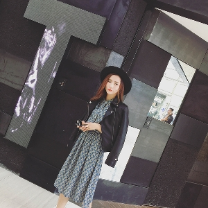 Slim δερμάτινο μπουφάν για τις γυναίκες στο κλασικό μαύρο