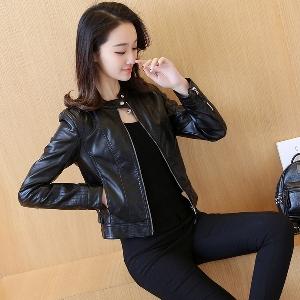 μοντέλο κλασικό δερμάτινο μπουφάν των γυναικών σε μαύρο χρώμα