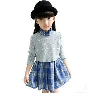 Детска рокличка в сиво и поличка на каре в син цвят.