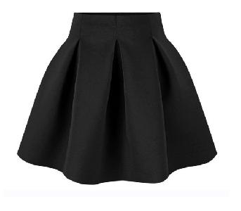 Спортен дамски комплект от 2 части - блуза и широка пола в черен и бял цвят с анимационни изображения