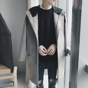 Ανδρικό παλτό  με κουκούλα σε γκρι και μαύρο χρώμα.