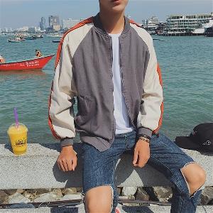 Αθλητικό μπουφάν για άντρες σε ευρύ μοτίβο, διαφανές σε μαύρο και γκρι χρώμα