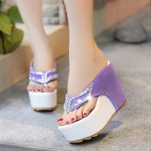 Дамски летни чехли на платформа в два модела черно-бял и лилав-бял