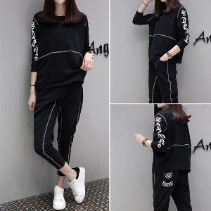 Спортен дамски комплект от 2 части - широка блуза и 7/8 панталон в сив и черен цвят