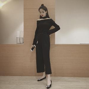 Дамски комплект от две части - блуза с голо рамо и широк панталон, в бежов и черен цвят