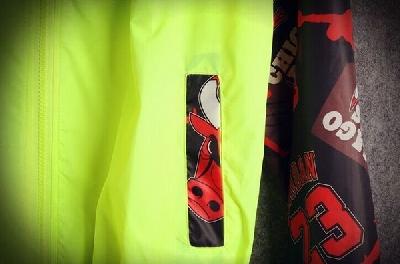 Ανδρικό  μπουφάν για την άνοιξη και το φθινόπωρο σε δύο χρώματα μαύρο και πράσινο με κουκούλα
