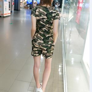Дамски летен камуфлажен ежедневен комплект тениска и къси панталони