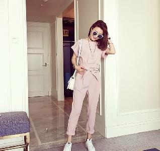 Дамски бледорозов пролетен комплект къса блузка и панталони