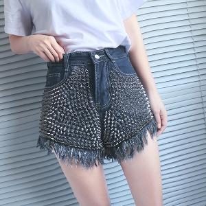 Къси дамски дънкови панталони с капси и ресни