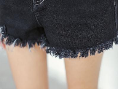 Топ модел тъмносив дънков дамски къс панталон с ресни