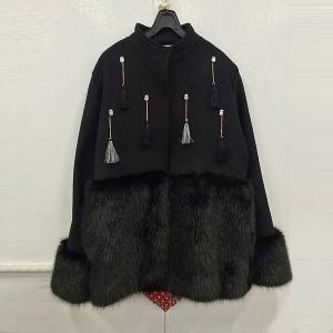 Дамско черно палто с косъм и пискюли