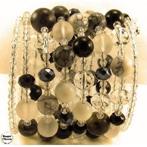 Уникална дамска гривна Black and White от пет вида естествени камъни
