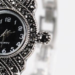Елегантен дамски часовник