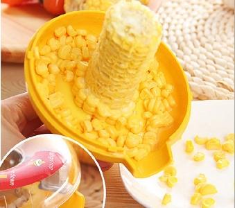 Практичен и удобен кухненски уред за изронване на царевица