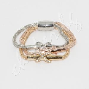 Елегантна позлатена гривна с кристали и магнитна закопчалка