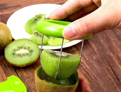 Пластмасов нож за рязане и белене на киви