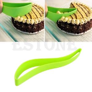 Практичен инструмент за рязане на торта